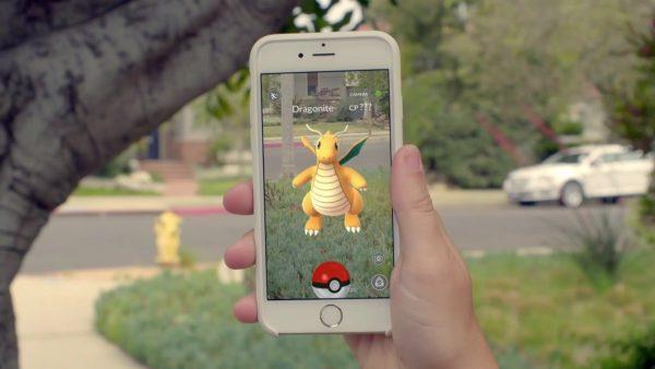 Пример покемона на экране смартфона